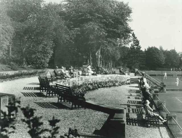 Grounds of Smedley's Hydro, Matlock, c.1930 (D2618 Z/Z 1/3)