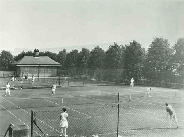 Smedley's Hydro tennis courts, c.1930 (D2618 Z/Z 1/4)